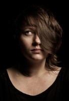 http://rikardosterlund.com/files/gimgs/th-6_Portrait-Danielle_IMG_0026.jpg